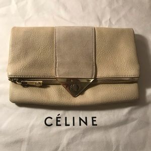 Guess cream clutch with zipper and gold chain